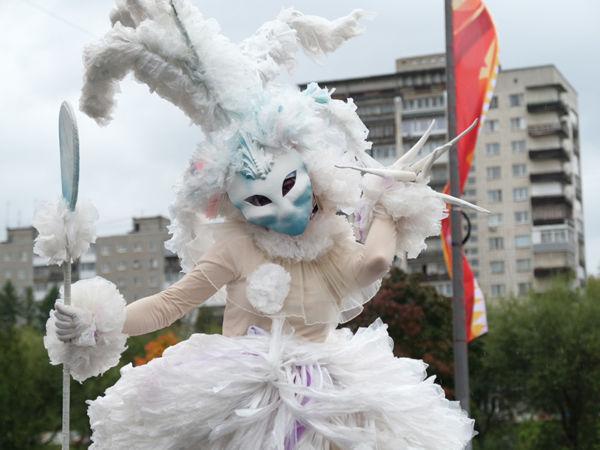 Международный фестиваль уличных театров «Флюгер»